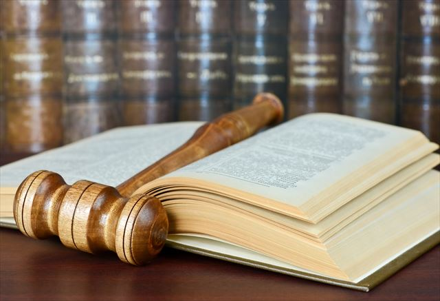 カードローンの総量規制を定めた貸金業法の歴史的変遷を紹介