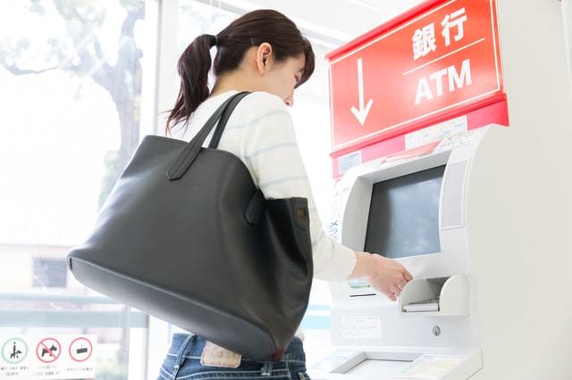 「ローソン銀行」設立間近?コンビニATMの変遷とカードローンへの影響
